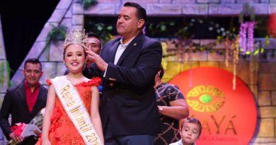 Majestuosa coronación de los  reyes juveniles e infantiles