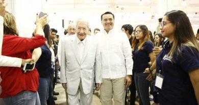"""Entregan reconocimiento a Ignacio  López Tarso como """"Huésped  Distinguido de Mérida"""""""