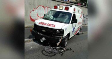 Ambulancia arrolla a niño  en bajopuente de la Obrera