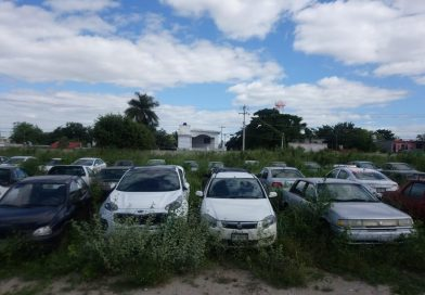 Corralones están saturados  con vehículos abandonados