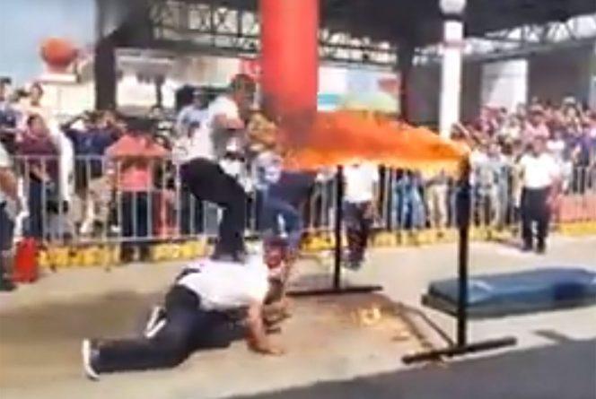 Policía se incendia al fallar  acrobacia en desfile