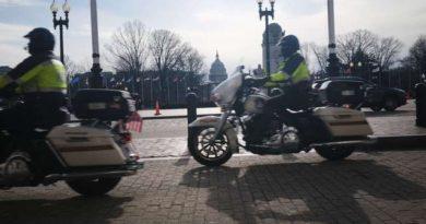 Hombre fuertemente armado es arrestado cerca del Capitolio de EU