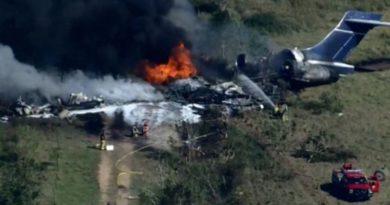 Avión con 21 personas a bordo se estrella en Texas; todas sobreviven
